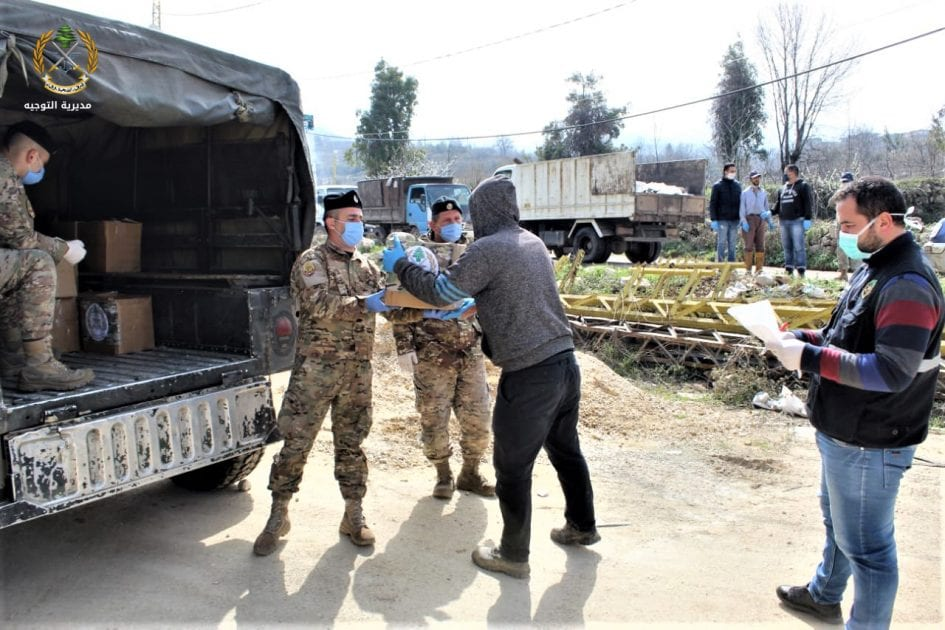 Lebanese Army soldiers distributing aid to citizens