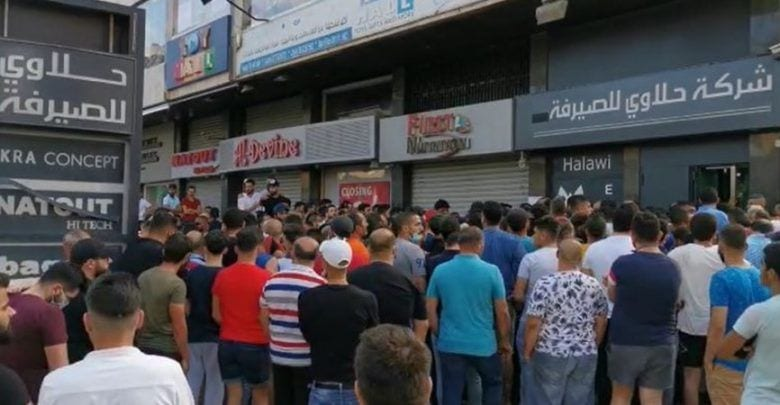 A massive crowd in front of a money changer in Lebanon