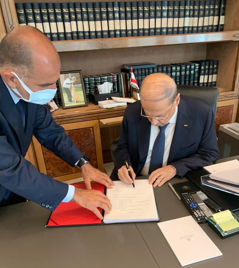 President Michel Aoun signs the decree to appoint a new minister of foreign affairs