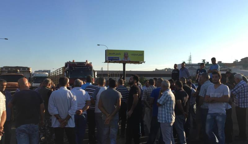 Lebanese public transport workers and laborers protest