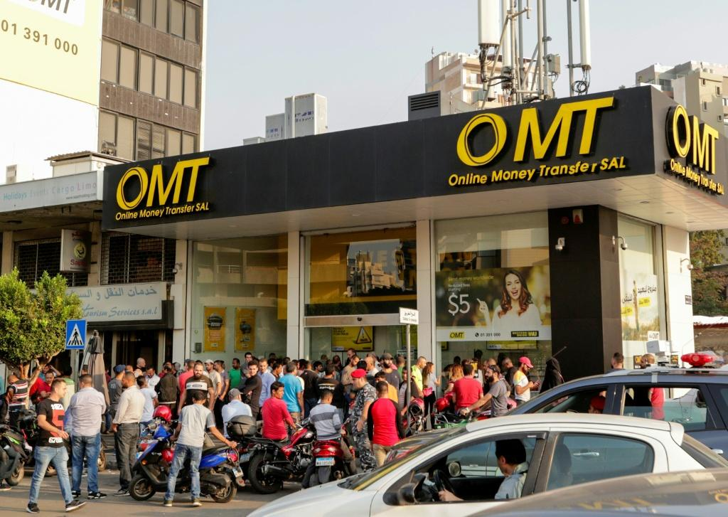 A crowd in front of an OMT branch.