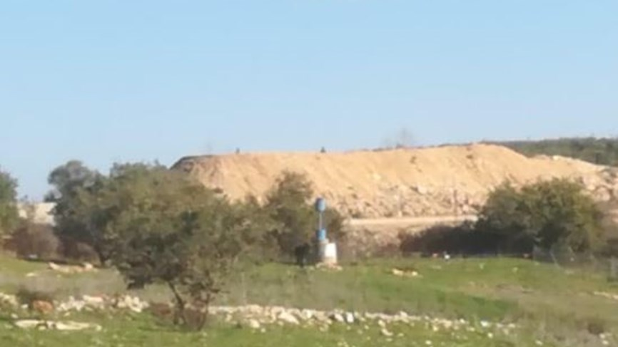 Around 20 Israeli soldiers were spotted taking combat positions on the border with Lebanon.