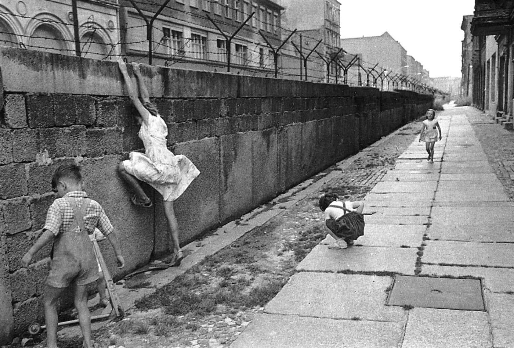 The Berlin Wall in its early form.
