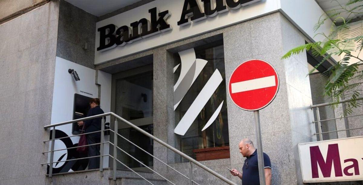 S&P Global Says Lebanon Depositors Are 'Highly Likely' To Face Financial Loss